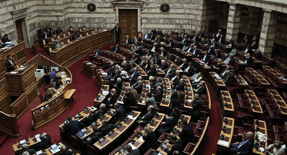 Βουλή: Ψηφίστηκε το νομοσχέδιο για τις προσλήψεις στο δημόσιο