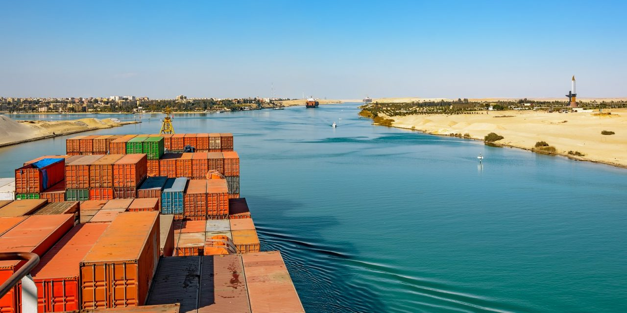 Πέρασαν τα τελευταία 61 πλοία από τη Διώρυγα του Σουέζ